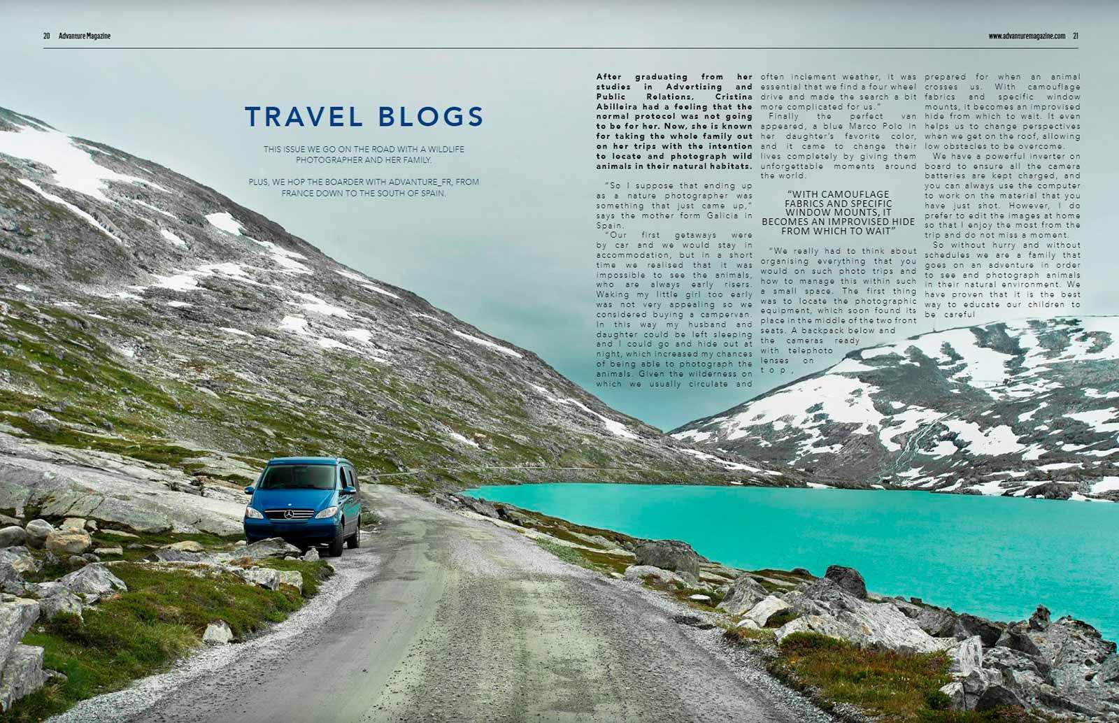 Foto de furgoneta azul en un paisaje con lago en Noruega